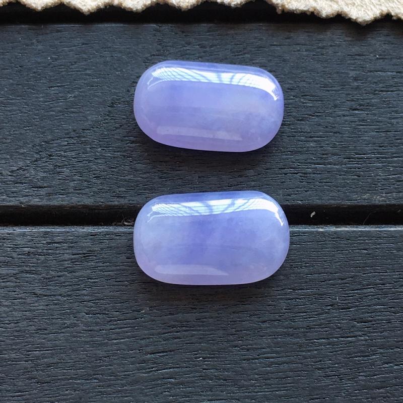 马鞍戒面,自然光实拍,缅甸a货翡翠,紫罗兰马鞍戒面一对,种水好,玉质细腻,紫色艳丽,品质佳,镶嵌佳品