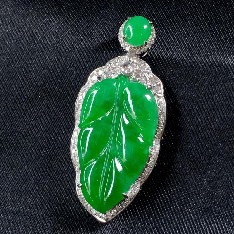 翡翠a货,满绿福叶吊坠,18k金伴钻,颜色靓丽,佩戴精美,裸石规格:19.8-11.4-3.0