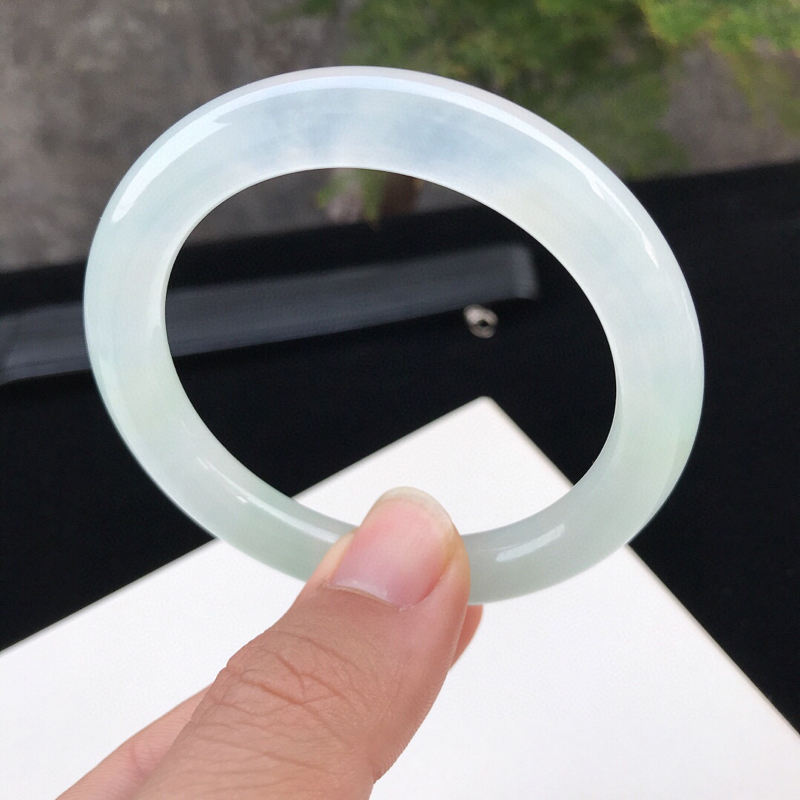 圈口:54mm天然翡翠A货冰种水润白冰种水圆条手镯,尺寸54-9.2-8.9mm,底子细腻,种水好,