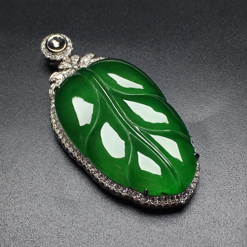 满绿叶🍃子翡翠吊坠,种老水润,饱满圆润,性价比高,裸石尺寸:32.5*20.6*3.6整体尺寸:45