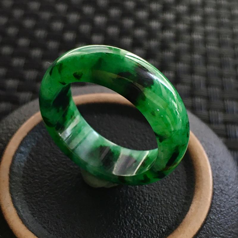 飘花指环 玉质细腻,种老起胶,上手效果很赞。