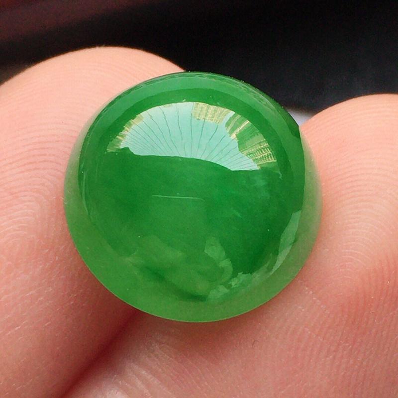 翡翠带绿蛋面,玉质莹润,佩戴佳品,尺寸:13.2*7.6mm,重2.19克