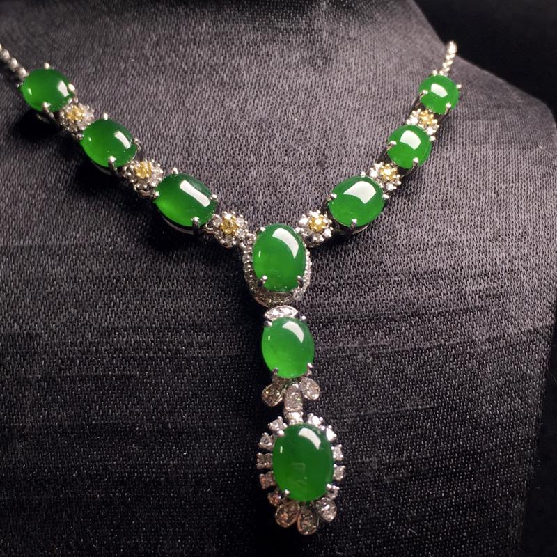 满绿小蛋面项链,精致时尚,优雅大方,翠色浓郁,细腻饱满,种色浓阳,裸石:6*5*3,5*4*2.5,