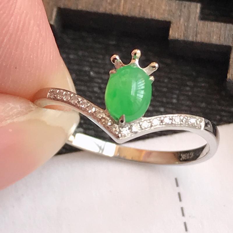 编号:f912,翡翠A货,满绿18k金伴钻福气戒指,裸石尺寸:5*4*3mm,包金尺寸:8.5*4*