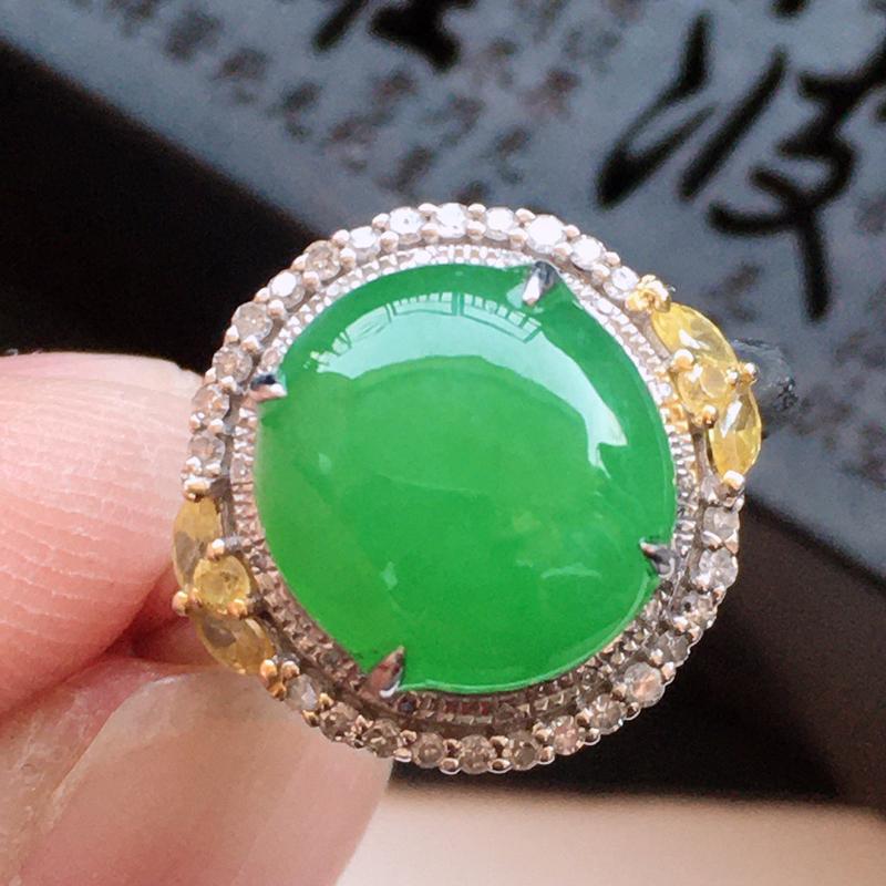 精品翡翠18k镶嵌伴钻戒指,玉质莹润,佩戴效果更美,尺寸:内径:17.3MM,整体尺寸:14.1*1