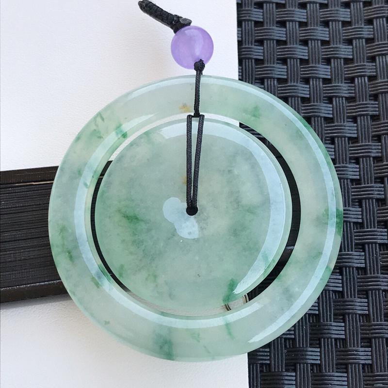 天然翡翠A货冰糯种飘花种水平安扣吊坠,裸石53.6-5.2mm玉质细腻,种水好 上身效果 漂亮