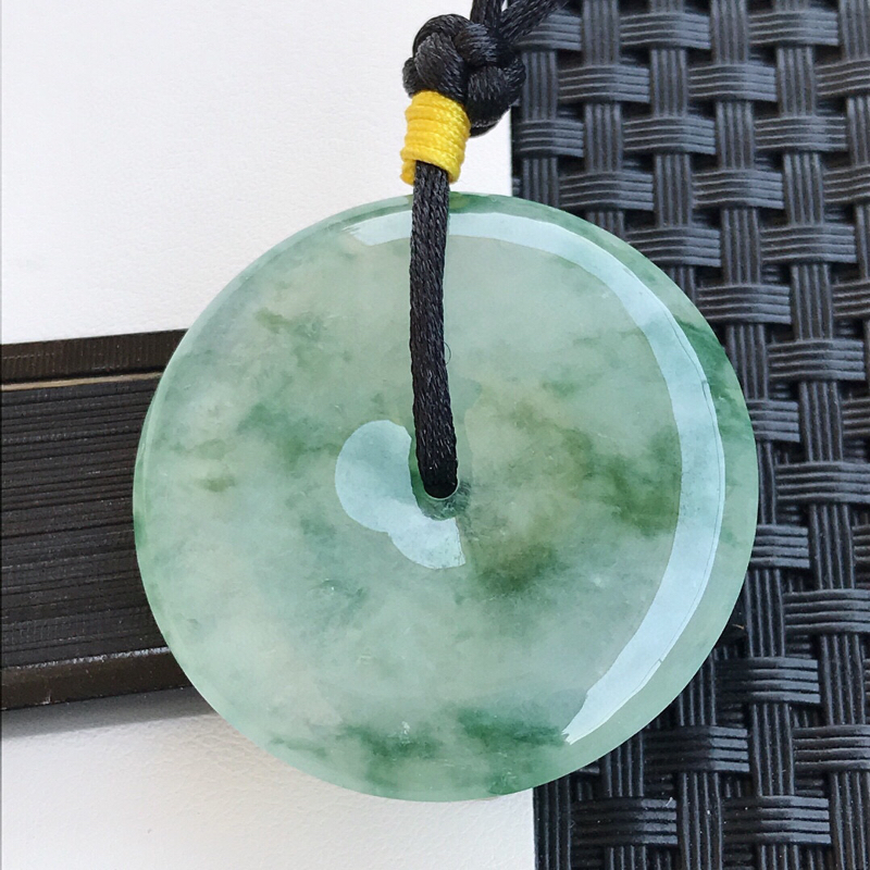 天然翡翠A货冰种通透飘花种水平安扣吊坠,裸石37.6-6.1mm玉质细腻,种水好 上身效果漂亮