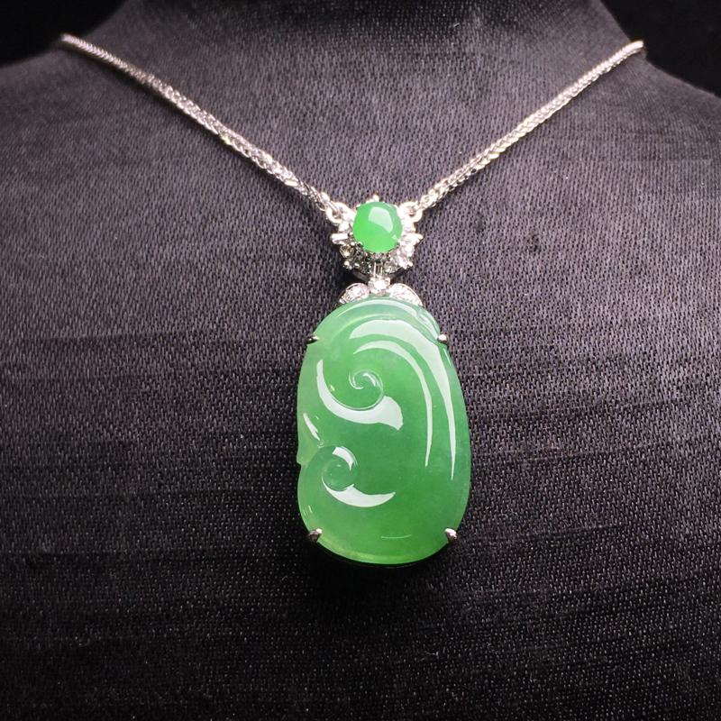 果绿如意项链,吉祥如意,细腻饱满,质地润泽,水色甜美,裸石:20*13*2.5,整体:30*13*5