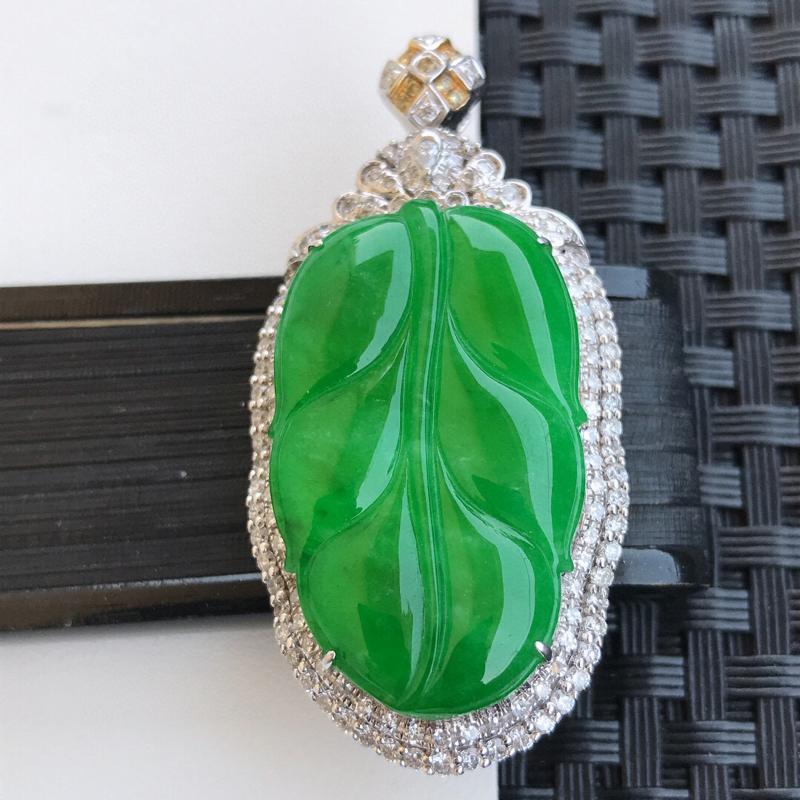天然翡翠A货18K镶金伴钻糯化种水润满绿金枝玉叶吊坠,含金49.3-24.1-11.6mm,裸石31