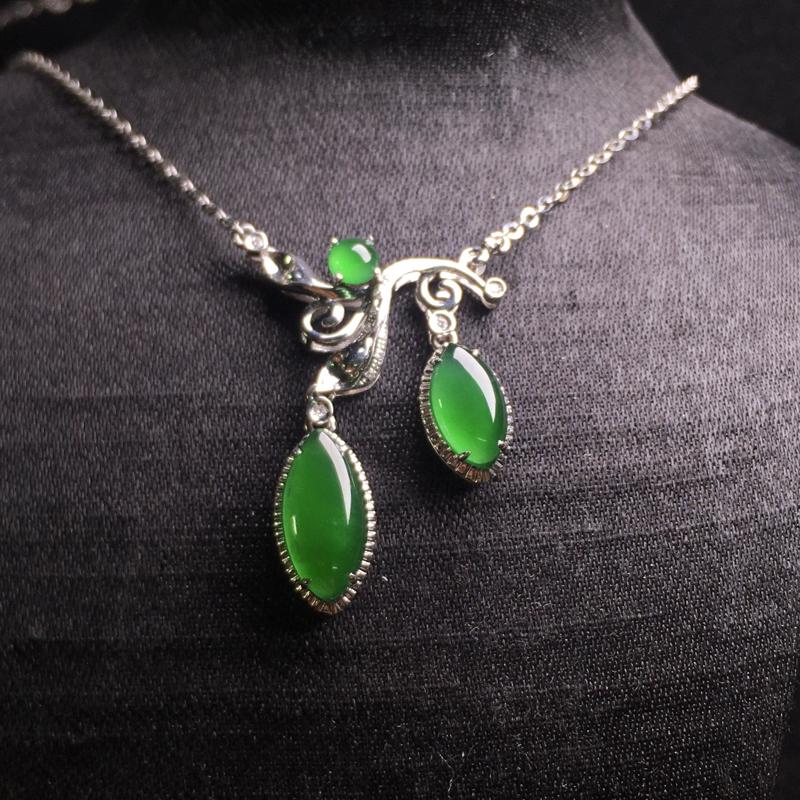 高冰满绿设计款项链,精致时尚,种好通透,翠绿欲滴,细腻种水足,裸石:11*5*2.5,9*5*2.5