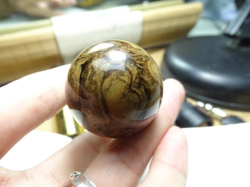 天然缅甸琥珀,根珀单珠,无纹裂,古香古色。21.5克。