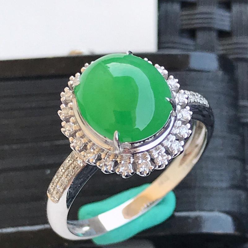 天然翡翠A货18K镶金伴钻糯化种水润满绿戒指,内径17.1mm,裸石9.1-8-4mm玉质细腻,种水