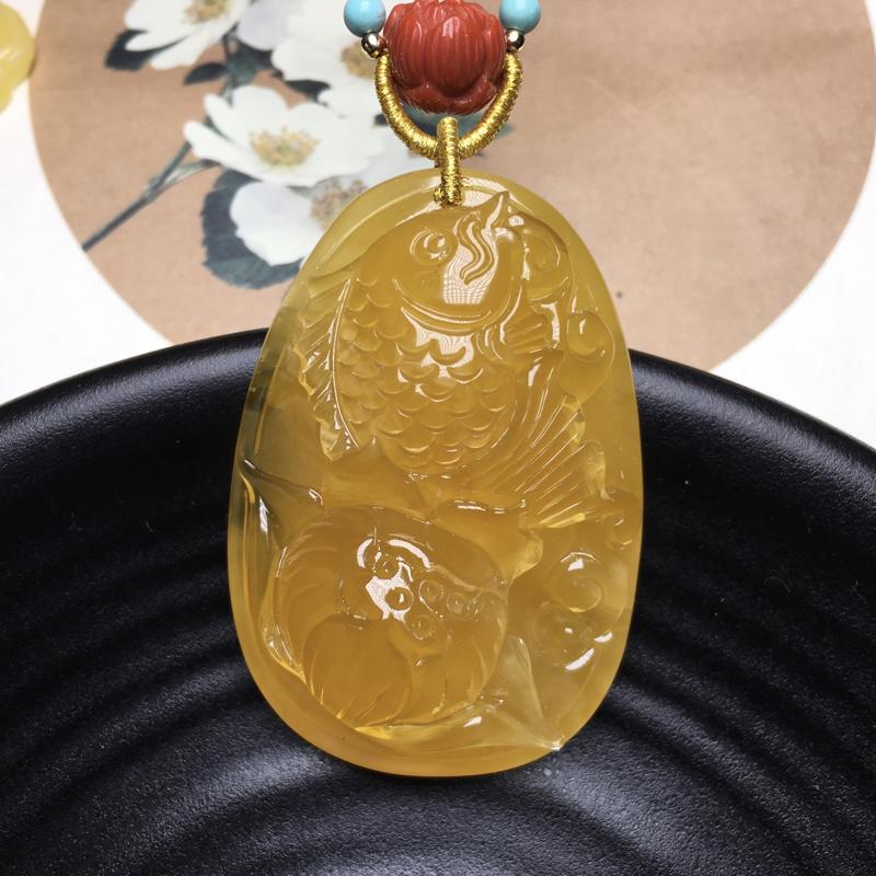 🍃🌺天然俄料无优化鸡油黄蜜蜡鱼戏荷花吊坠,蜡质油润细腻,栩栩如生,裸石重16.3克,尺寸50.6*3