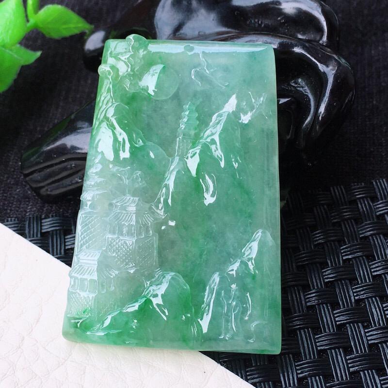 自然光室外拍摄🎉🎉 冰润山高水长玉坠 冰润通透,玉质莹润,细腻干净,起胶起光 高档大气,品质杠杠的,