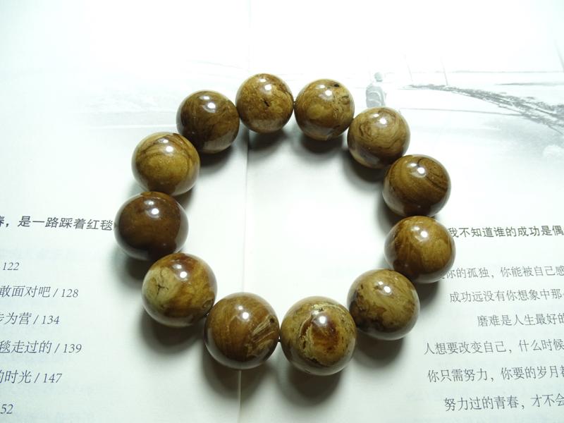 天然缅甸琥珀根珀手串,无纹裂,规格20mm、53.5克