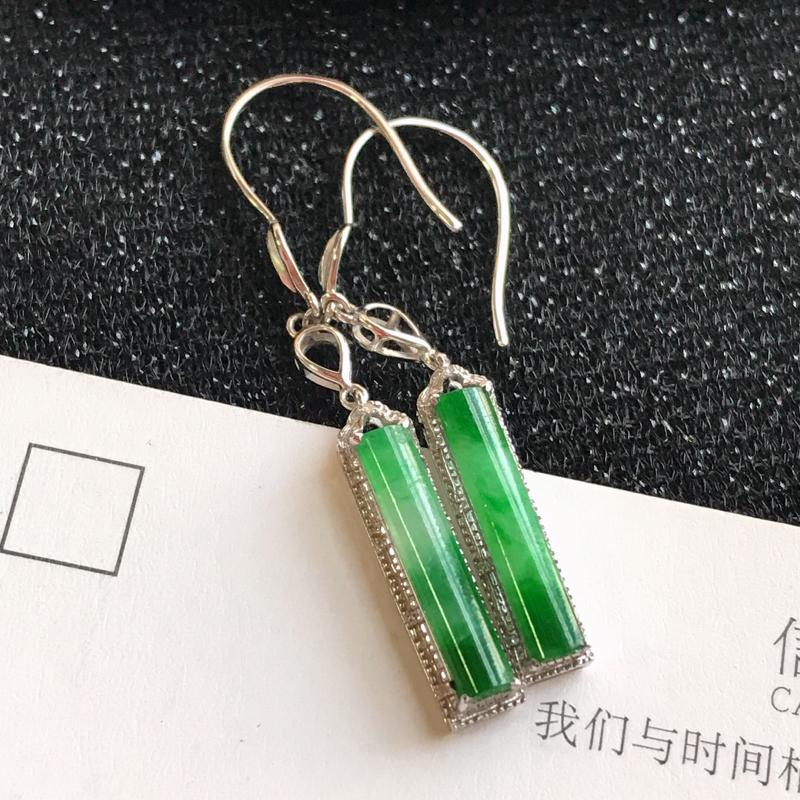 编号:md307,翡翠A货,飘绿18k金伴钻无事柱耳环,裸石尺寸:14*3*3mm,包金尺寸:36.