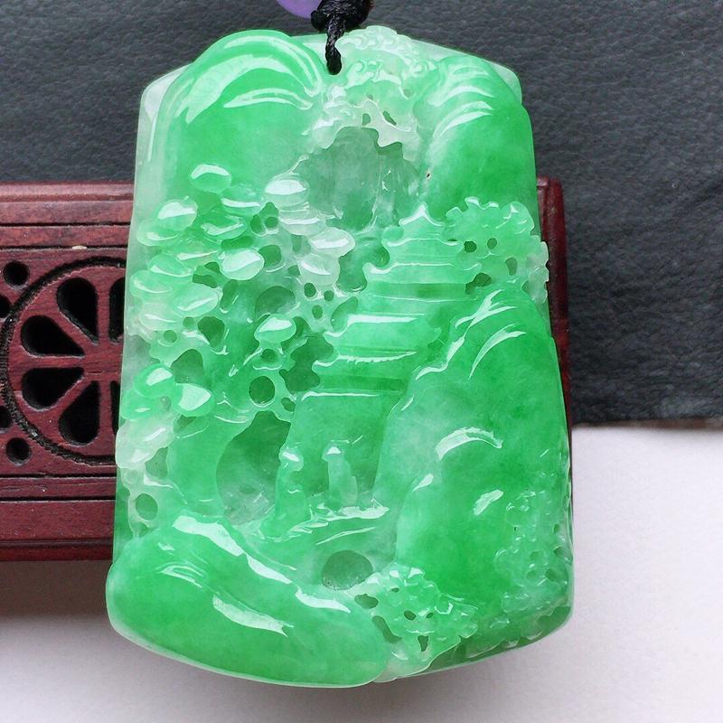 翡翠带绿山水牌吊坠(顶珠为装饰珠),玉质莹润,佩戴佳品,尺寸:39.5*28*6.5mm,重16.1