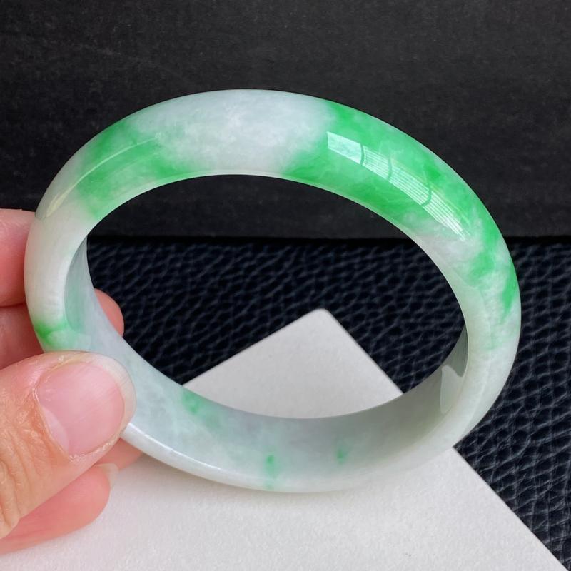 圈口:58.5mm 天然翡翠A货细腻飘阳绿宽边手镯、编号1.21-lj