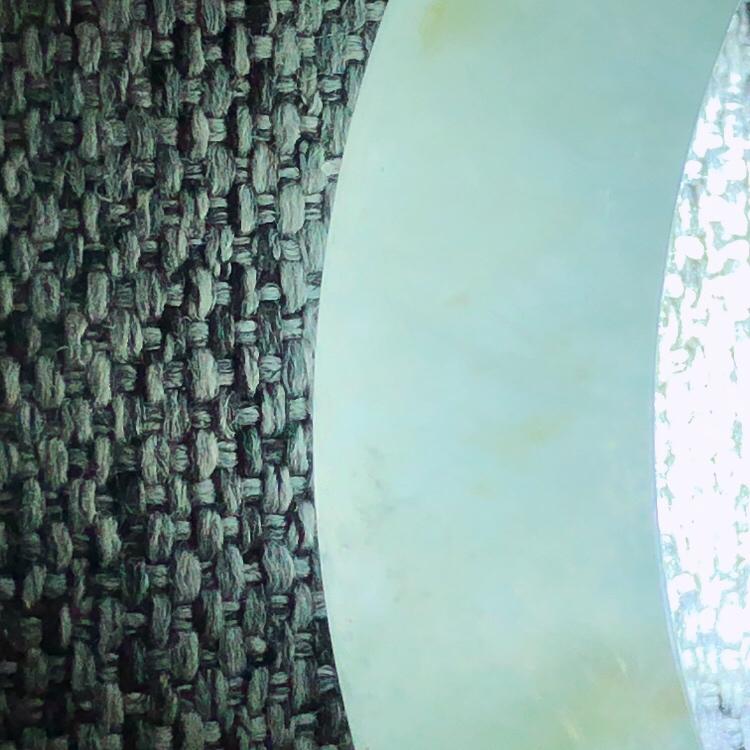 【😊😊天然A货翡翠冰糯种飘绿宽条玉手镯,水润秀丽,飘绿优雅,种水十足,视觉甜美可人,恰到好处的美,十分高雅耐看,条形优美,上手优雅大方,58圈口可佩戴。尺寸57.9*12.7*7.6mm,重量:54.39g】图9