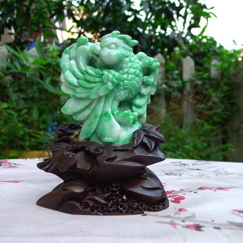 天然翡翠阳绿英明神武,鹦鹉精品小摆件  ,色泽鲜艳,裸石尺寸110*100*35mm 连底座尺寸15