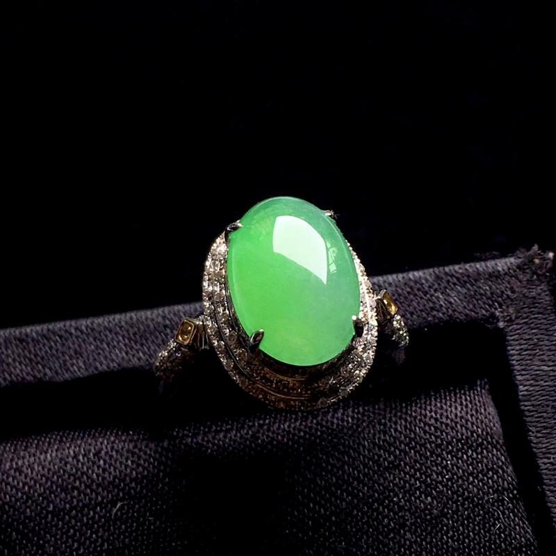 阳绿蛋面戒指,细腻饱满,质地润泽,莹润光泽,佩戴大方,裸石:12*8*4,整体:16*19*9,圈口