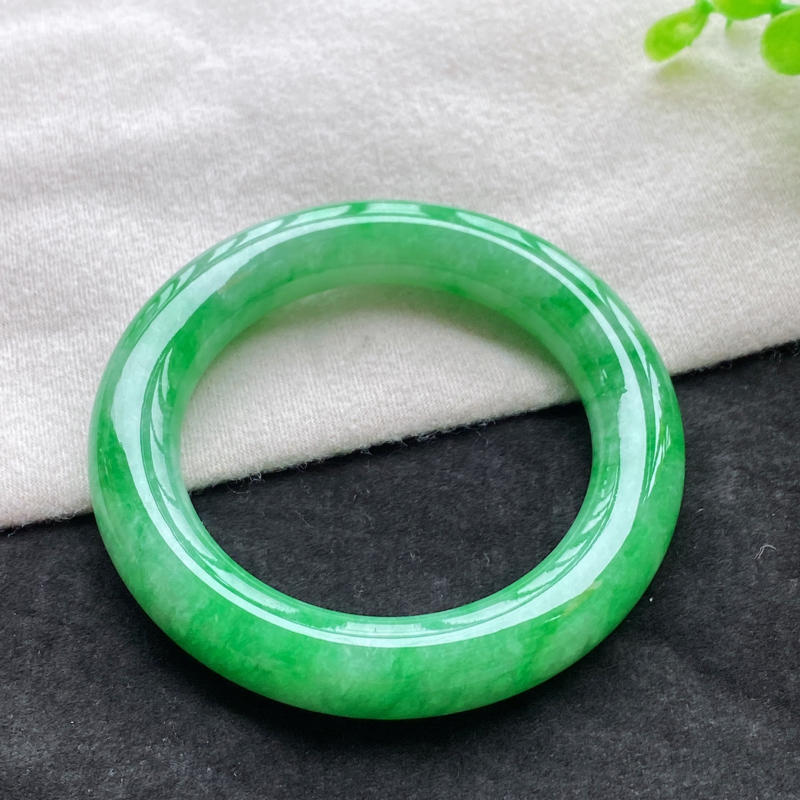 圆条:56.7mm 天然a货种水好满绿圆条翡翠手镯,圈口:56.7/12.7/12.5mm