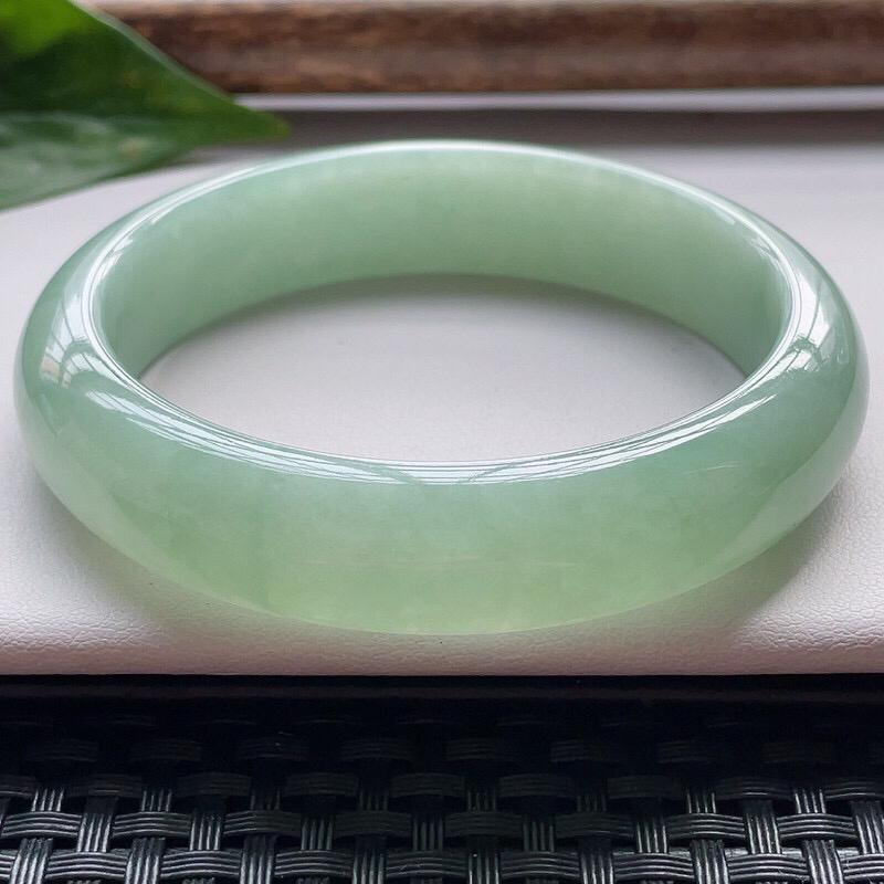 【正圈57.3圈口】自然光实拍,天然翡翠A货水润满绿平安镯,尺寸:57.3-13.5-7.7mm
