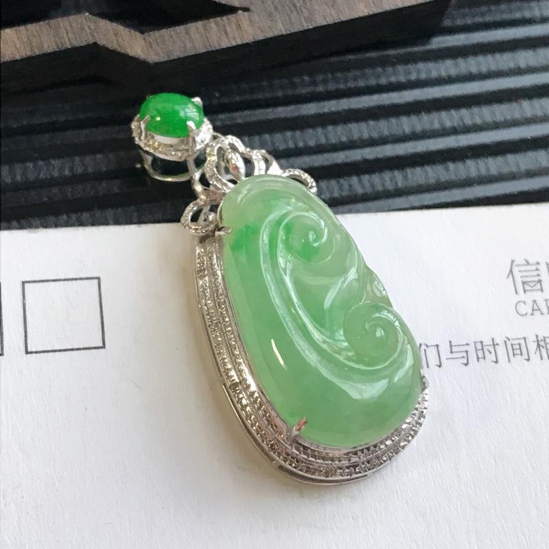 编号:F912,翡翠A货,18k金伴钻飘绿吉祥如意吊坠,裸石尺寸:21.4*11.3*3.0mm,包