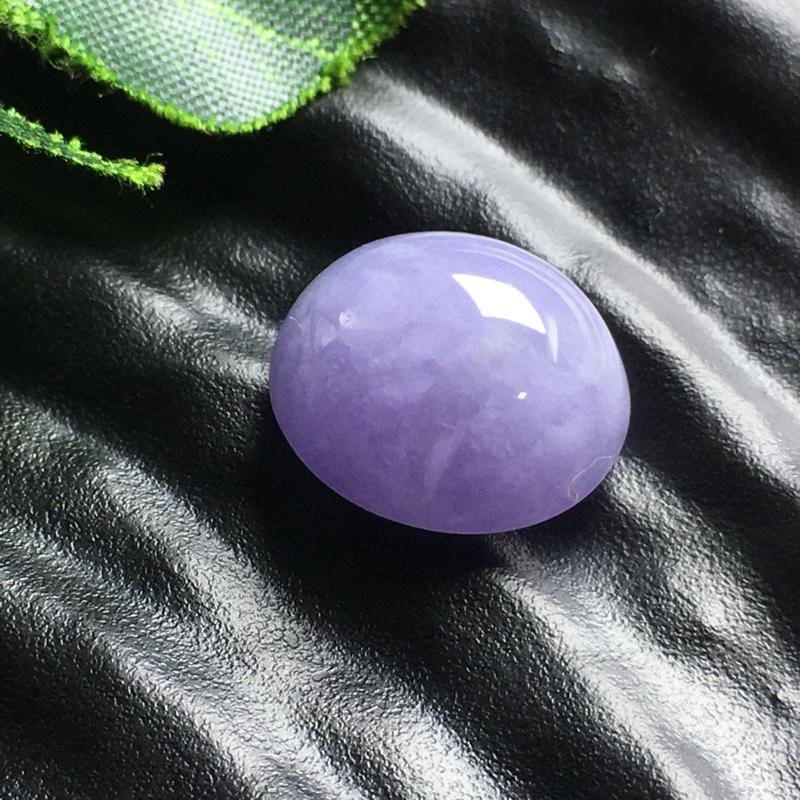 紫气蛋面裸石,底子细腻,色泽漂亮,干净起光,没有纹裂。可镶嵌成戒指。(实物淡一分)尺寸:17.4-15.6-10.1