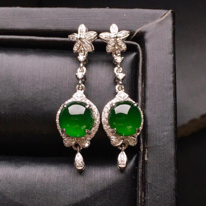 18K金钻镶嵌满绿蛋面耳坠 质地细腻 色泽均匀艳丽饱满 款式新颖时尚唯美 精致整体尺寸24.8*7*
