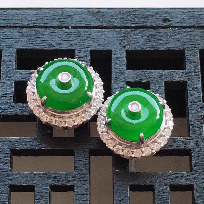 精品翡翠18k镶嵌伴钻耳钉,玉质莹润,佩戴效果更美,尺寸:整体尺寸:10.8*11*7MM,裸石尺寸
