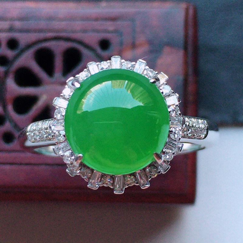 缅甸翡翠17圈口18k金伴钻镶嵌满绿蛋面戒指,自然光实拍,玉质莹润,佩戴佳品,内径:17mm(可免费