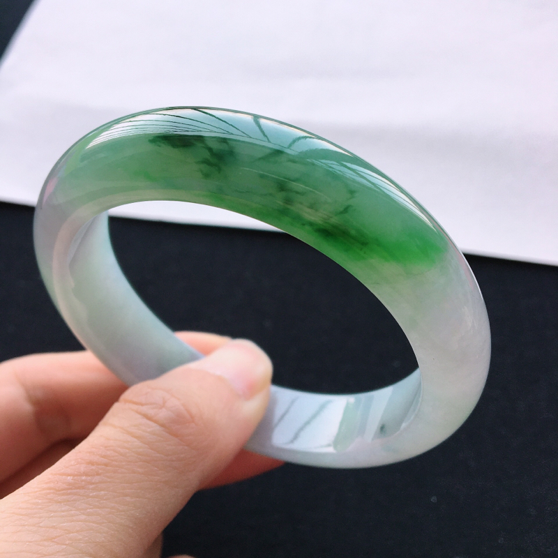 飘绿手镯,圈口56.6,缅甸A货翡翠手镯,玉质细腻,水润飘绿,无纹裂🍀🍀