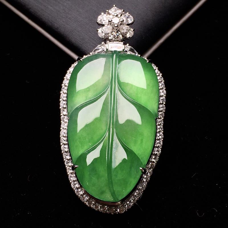 18K金钻镶嵌翠绿树叶吊坠 质地细腻 色泽均匀艳丽饱满 时尚高贵唯美亮眼 整体尺寸39.3*19.9