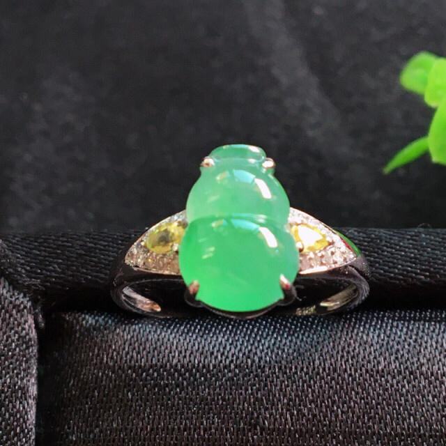 【值得推荐】好漂亮的饱满水润绿葫芦戒指,福䘵,招财避邪,18k金伴钻镶嵌,尺寸10.8*7.5*6