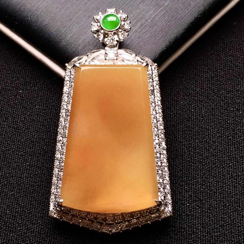 18K金钻镶嵌黄翡无事牌吊坠 质地细腻 搭配满绿小蛋面 时尚唯美 亮眼 整体尺寸35.2*17.9*