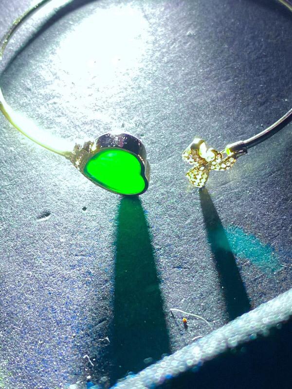 墨翠:【爱心—手环】18K金+南非钻镶嵌,细腻干净,黑度极黑,性价比高,雕工精湛,打灯透绿 裸石尺寸