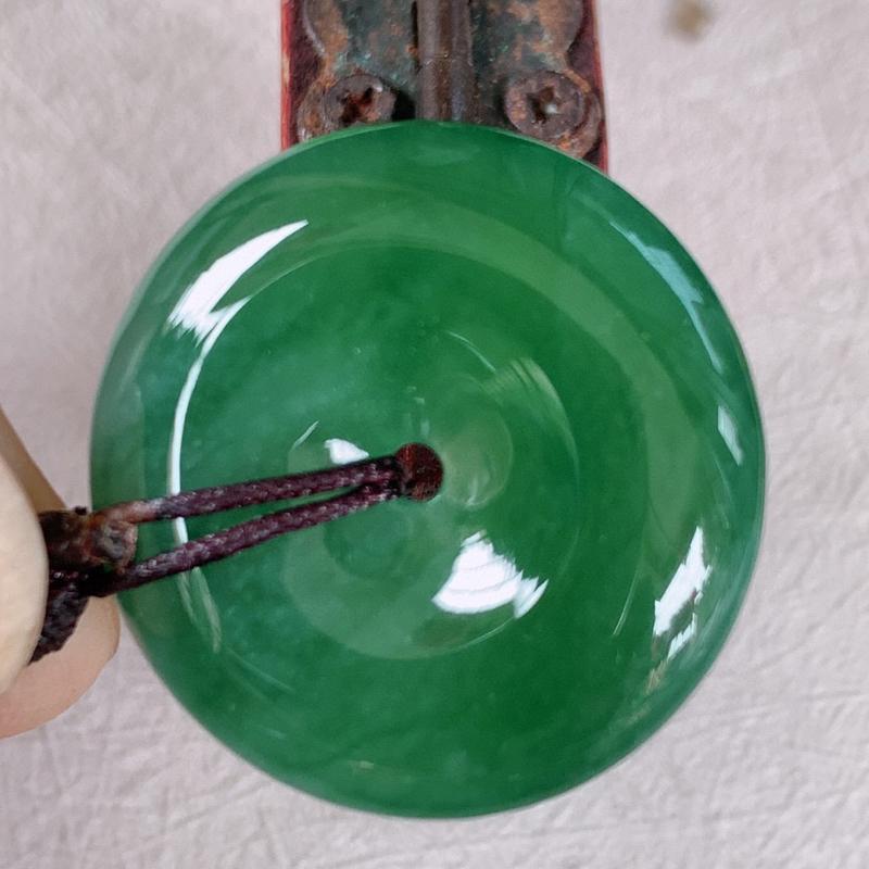 【满绿平安扣翡翠吊坠,【自然光拍摄】冰润精美,玉质细腻,种水足,工艺精湛 ,#60尺寸24.2*5.5】图6