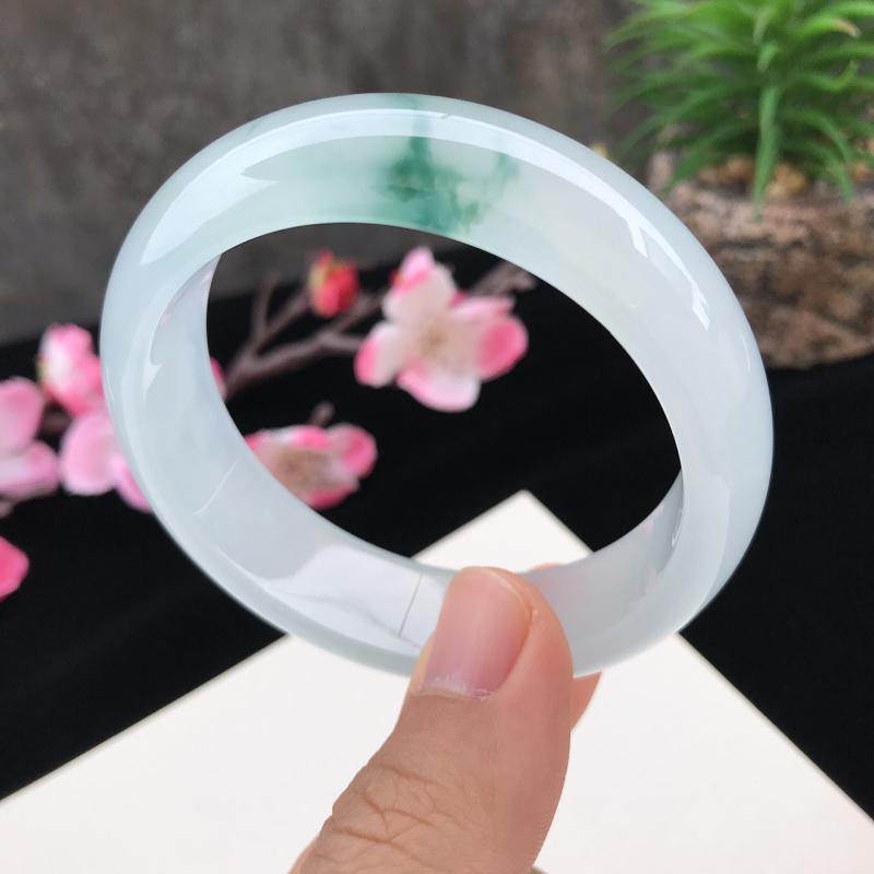 圈口:56.8mm天然翡翠A货冰种水润飘花种水正圈手镯,尺寸56.8-16.3-7.9mm,底子细腻