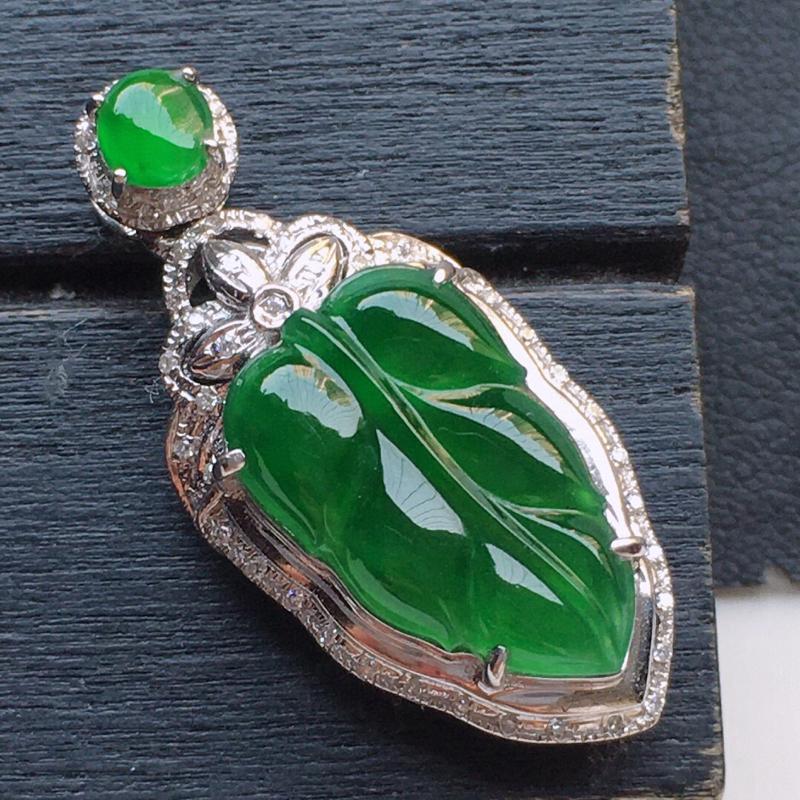 翡翠18K金伴钻镶嵌满绿叶子吊坠,玉质细腻,雕工精美,佩戴送礼佳品,包金尺寸: 28.2*13.0*