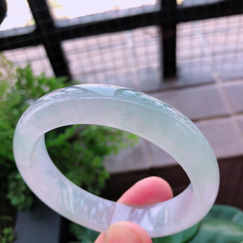 01/26浅绿翡翡翠正圈手镯 ,玉质细腻釉洁水润