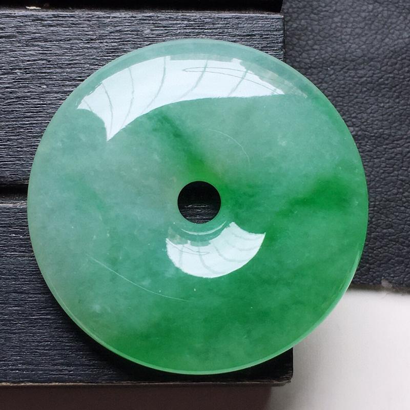 翡翠带绿平安扣吊坠,玉质莹润,佩戴佳品,尺寸:33.0*6.6mm,重14.41克
