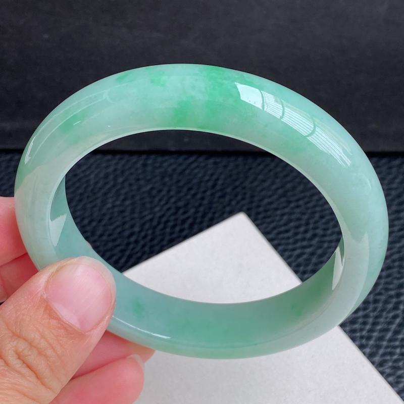 圈口:59.5mm 天然翡翠A货浅绿大圈口宽边手镯、编号1.28-ying