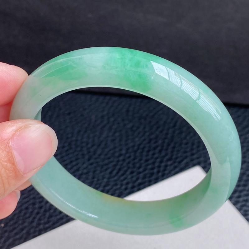 【超值精选】圈口:54mm 天然翡翠A货细腻浅绿飘黄翡宽边手镯、编号1.28-ying