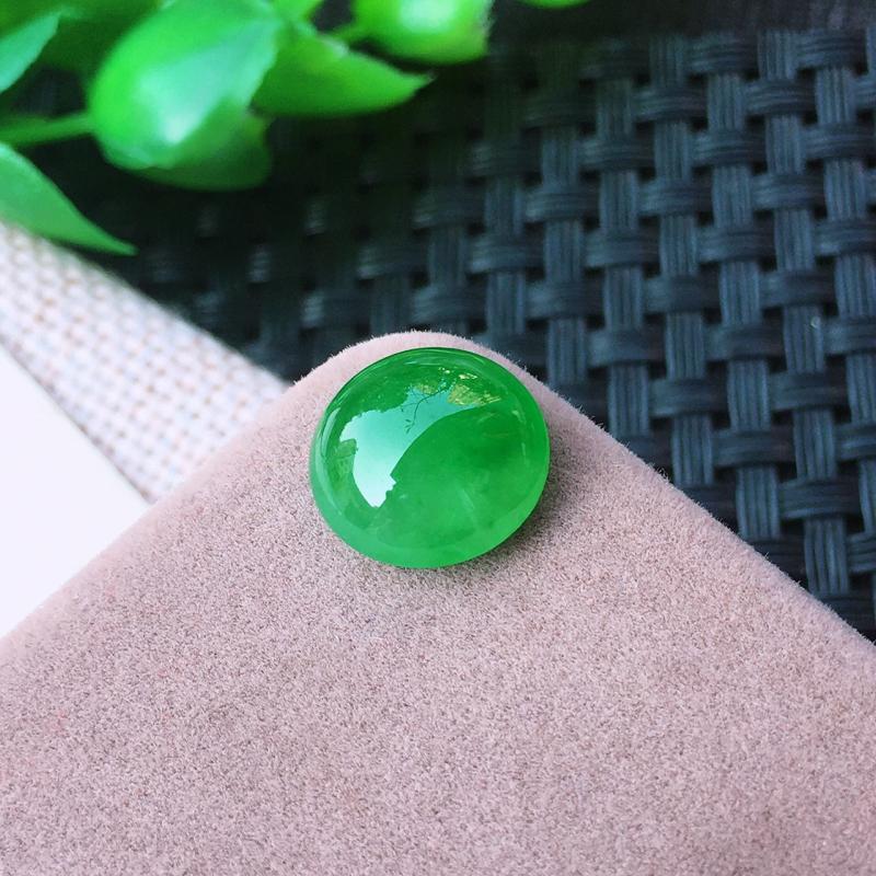 精雕冰绿蛋面  种老水足 玉质冰透起胶 颜色均匀,蛋面饱满大气!尺寸:11.5*5.3mm