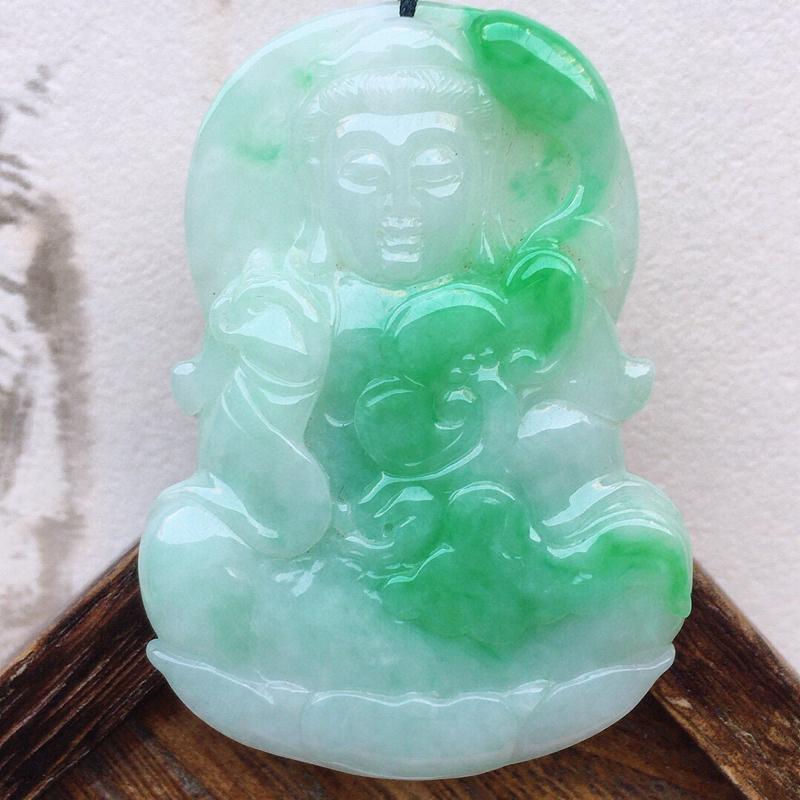 翡翠带绿保平安观音吊坠(顶珠为装饰珠),玉质莹润,佩戴佳品,尺寸:55.5*39.8*6.2mm,重