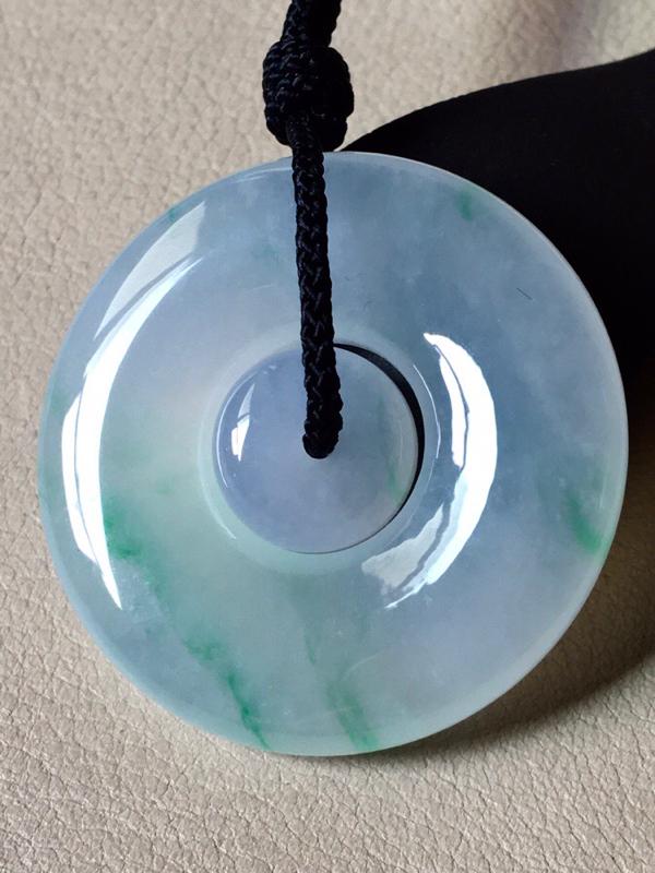 飘阳绿母子扣,实物更好看,无纹裂,水头足,色泽艳丽,裸石尺寸34.2/6