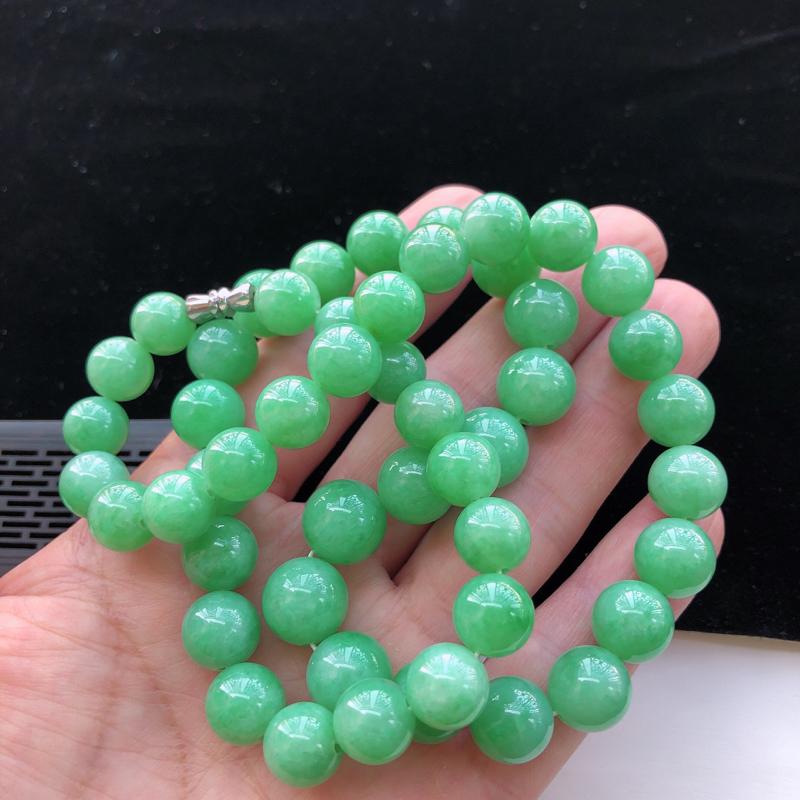 飘绿翡翠圆珠项链,玉质莹润,佩戴佳品,圆珠直径:12mm,50颗
