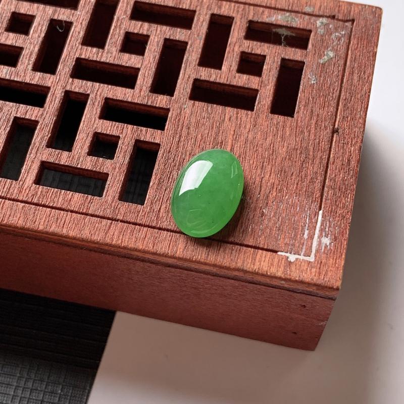 缅甸a货翡翠,满绿蛋面,尺寸-12.2*8.5*4.3mm