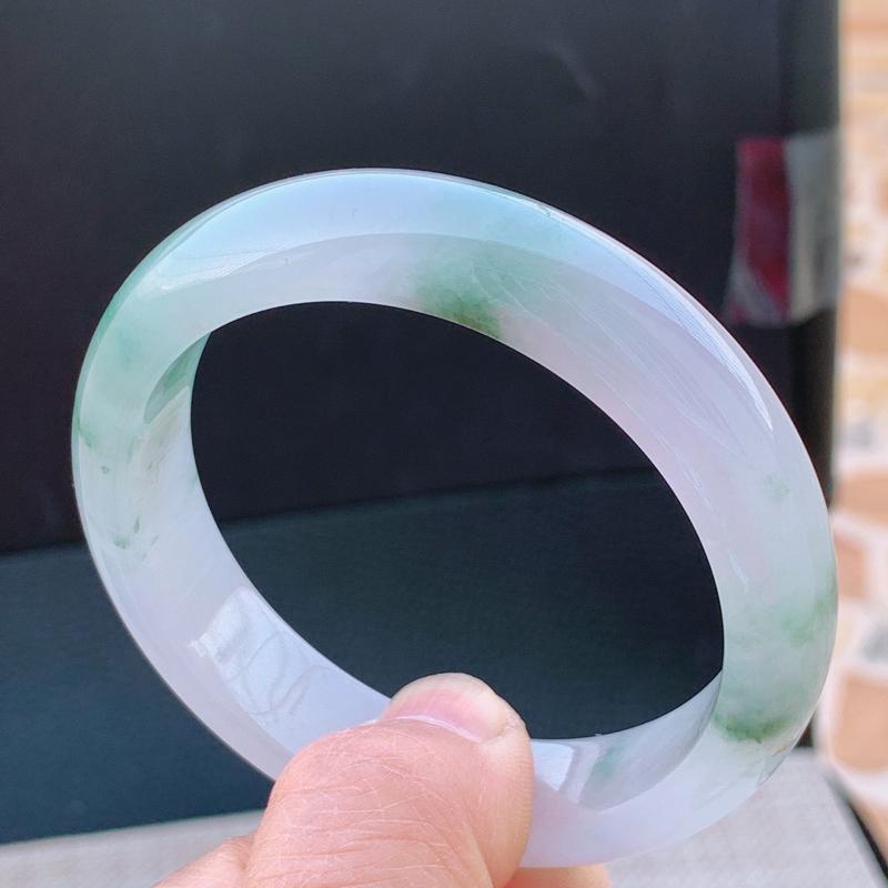 冰透带绿宽边手镯,圈口56mm,A货翡翠手镯,编号0205zs